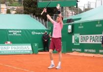 Андрей Рублев проиграл греческому теннисисту Стефаносу Циципасу в Монте-Карло, и упустил шанс выиграть свой первый турнир «Мастерс». Но это не помешает ему подняться в понедельник, 19 апреля, на седьмую строчку рейтинга ATP. «МК» разбирается, почему у Рублева на этот раз не вышло.
