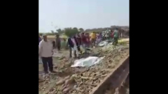 Последствия схода поезда с рельсов в Египте сняли на видео