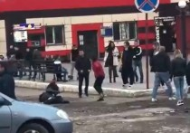В Смоленске около ночного клуба жестоко подрались подростки