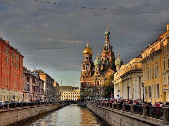 Власти Петербурга заявили о высокой вероятности третьей волны COVID-19 в городе