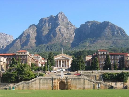 Здание Кейптаунского университета горит в ЮАР