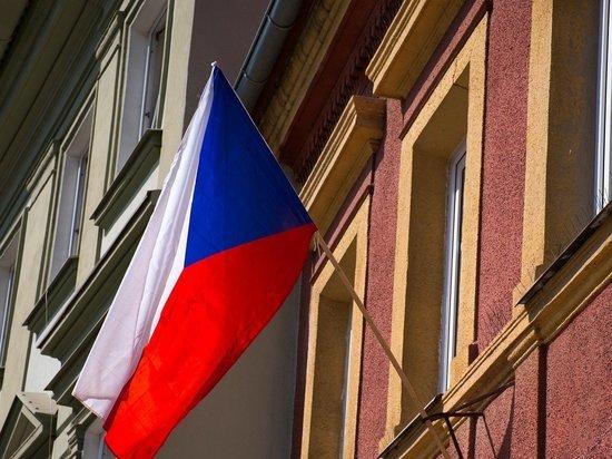 Пять дипломатов остаются работать в посольстве Чехии в России