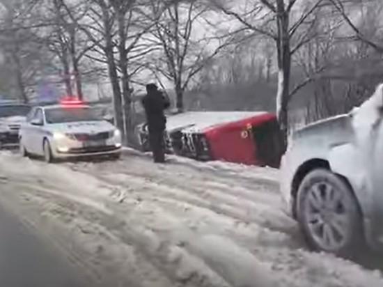 Пассажирский автобус перевернулся на Сахалине, есть раненые