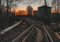 Жители города в Карелии ужасаются состоянием моста
