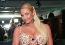 Российская балерина и танцовщица Анастасия Волочкова поразила подписчиков выполнением головокружительного трюка