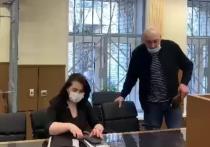 В Пресненском районном суде выслушали Тевана Бадасяна, который подозревается в лжесвидетельстве на процессе по делу актера Михаила Ефремова (показания свидетельствовали в пользу того, что Ефремова якобы не было за рулем), Бадасян заявил, что не признает своей вины