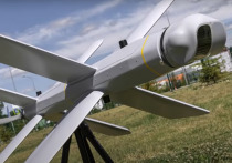 На турецком новостном сайте Haber7 появился материал, посвященный появлению у России дрона-камикадзе «Ланцет», который в выпуске российского телевидения охотился и наносил удар по турецкому беспилотнику «Байрактар ТБ2»