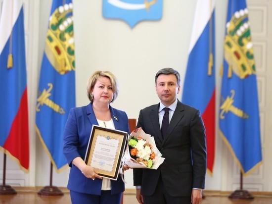 Александр Шарыкин вручил награды лучшим работникам региональной службы занятости