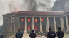 В ЮАР вспыхнуло здание Кейптаунского университета: видео пожара