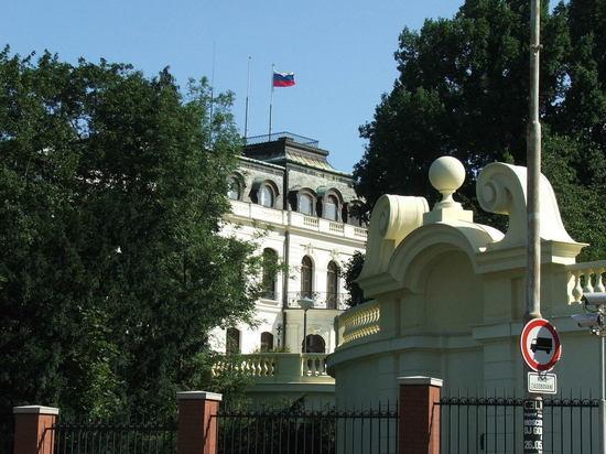 Прага потребовала вернуть часть парка Стромовка, занимаемую посольством России