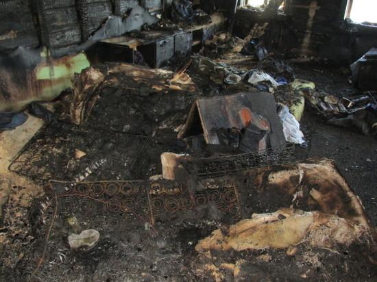 При пожаре в деревянной двухэтажке в Архангельске погибла женщина
