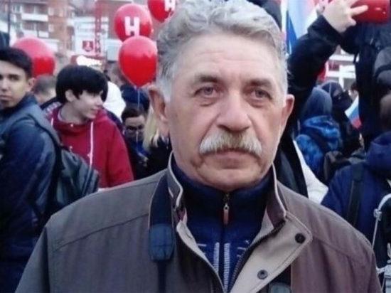 Суд отменил штраф за участие в митинге пенсионеру, ставшему известным после публикации фото с Парада Победы