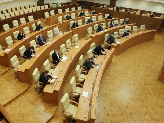 В Свердловской области изменят 120 законов из-за поправок в Конституцию
