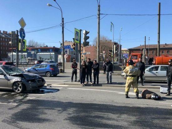 Пьяную девушку на BMW, сбившую байкера, задержала полиция