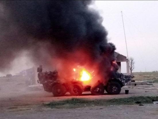 Африканские боевики сожгли украинские бронетранспортеры при отступлении