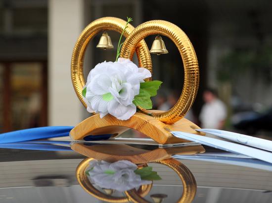 В МФЦ теперь можно будет пожениться и развестись - соответствующее постановление подписал мэр Москвы Сергей Собянин в вторник, 20 апреля