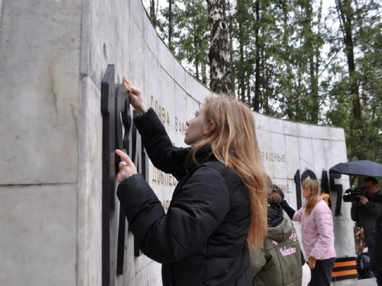 Акция по уборке воинских мемориалов стартовала в Серпухове