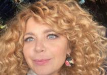 Российская актриса театра и кино Ирина Пегова опубликовала на своей странице в Instagram пост, в котором рассказала, что с детства страдает близорукостью, но теперь ситуация начала стремительно усугубляться