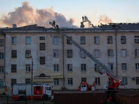 Утром в Архангельске горела крыша многоэтажного дома