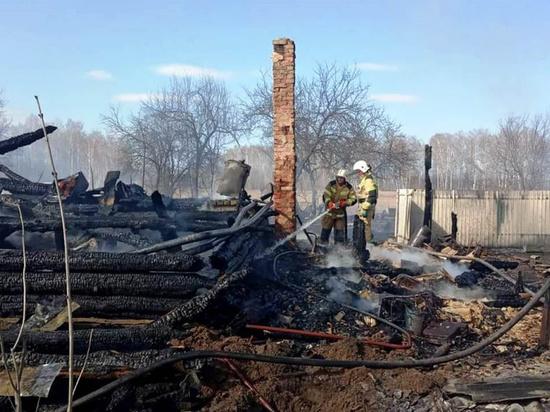 Два дома сгорели вместе с хозяевами из-за сжигания мусора в Чувашии