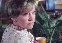 Певца все чаще встречают в обществе внучки легендарной актрисы