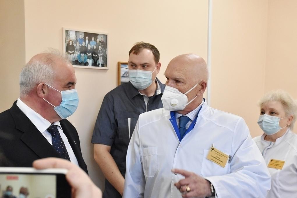 Губернатор Сергей Ситников поздравил работников костромской санитарной авиации с 75-летием службы