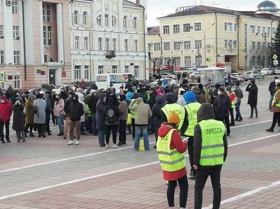 На несанкционированной акции протеста в Улан-Удэ пока обходится без задержаний