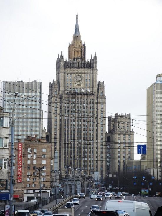 В среду, 21 апреля, МИД вызвал замглавы американского посольства в Москве
