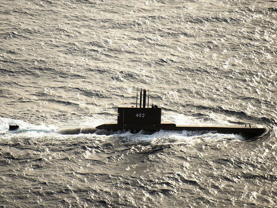 Пятно нефти обнаружено в районе пропажи подлодки ВМС Индонезии