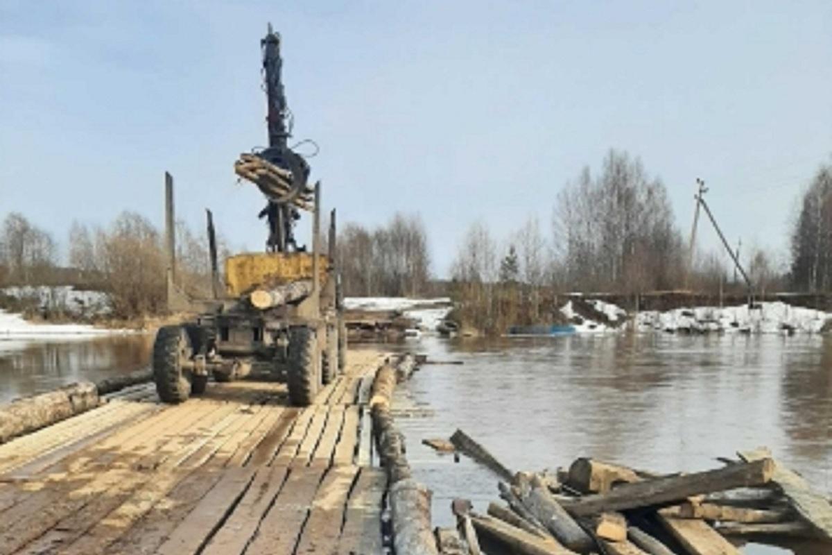 В Костромской области на время паводка разобрали мост через реку Нёмду