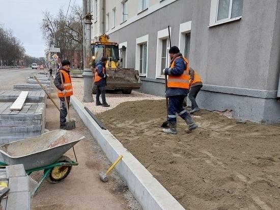 Незаконным назвал ремонт Октябрьского проспекта Пскова общественник