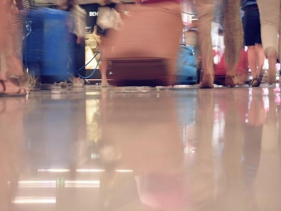 Пассажир самолета нашел у себя в багаже полмиллиона рублей
