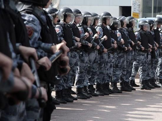 Полиция начала перекрывать центр Москвы