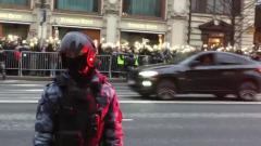 Видео незаконной акции за Навального: фонарики по всей Тверской