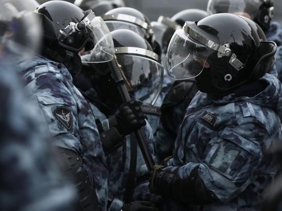 В Петербурге начались массовые задержания на несанкционированном митинге