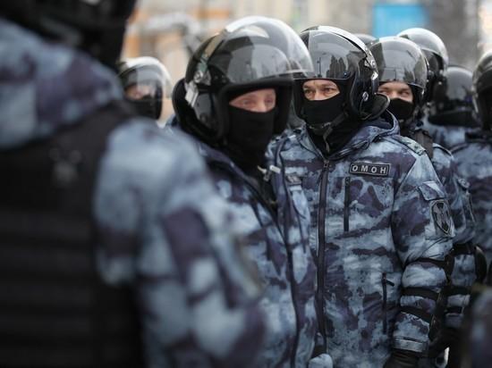 В Петербурге задержали главу штаба Навального в жилетке прессы