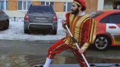 Блогер преодолел лужи Нового Уренгоя на лодке ради «принцессы»
