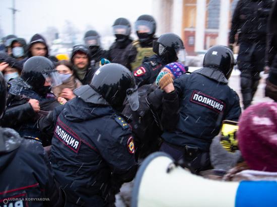 На площади Кирова карельской столице народ начал собираться после 19