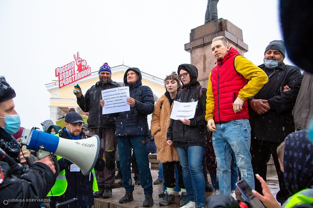 Несанкционированная, но довольно многолюдная политическая акция прошла в Петрозаводске