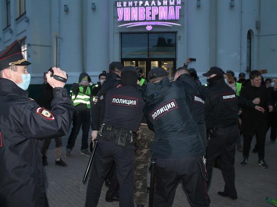 Из-за акции сторонников Навального в Архангельске в полицию попали 12 человек, в том числе несовершеннолетний