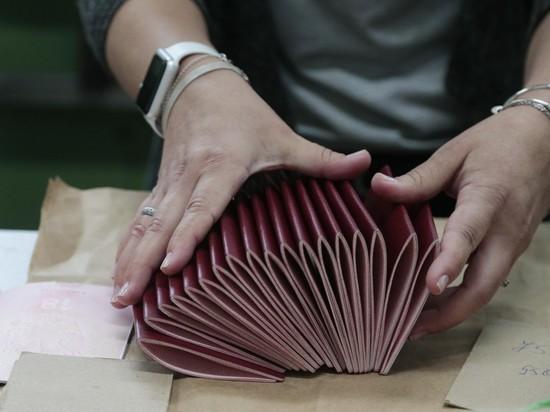 Украина: российские паспорта на Донбассе получили 400 тысяч человек