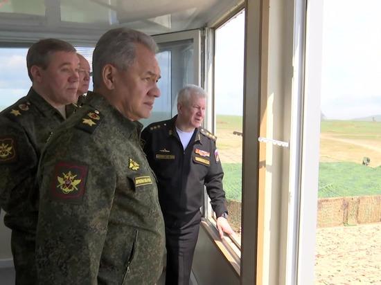 Министр похвалил войска за оперативность и призвал быть в готовности