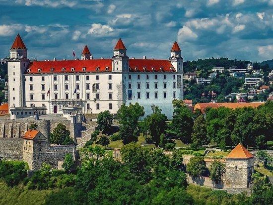 Словакия объявила о высылке трех российских дипломатов