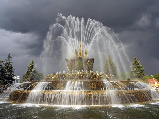 Москву ждет редкая аномалия: накроет апрельский грозовой вал