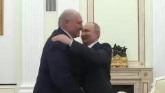 Путин и Лукашенко без масок нежно обнялись на публике: видео