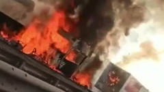 Две фуры загорелись после столкновения на КАД в Санкт-Петербурге: видео