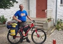 Велосипедист отправился из Ялты на Сахалин, чтобы посадить дерево