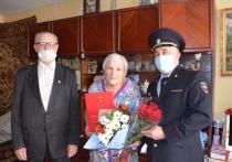 Полицейские в Хабаровске поздравили ветерана ОВД с 95-летием