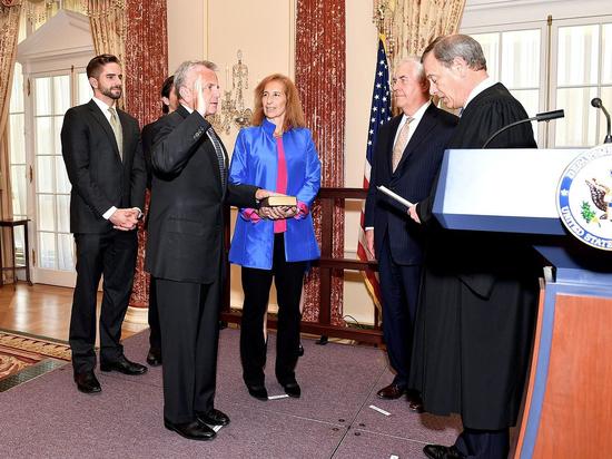 Американский посол в Москве Джон Салливан сообщил, что рад вернуться домой в США