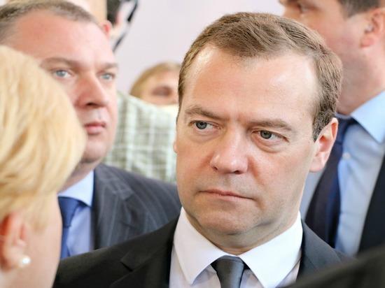Медведев сообщил об искусственном усугублении конфликта на востоке Украины